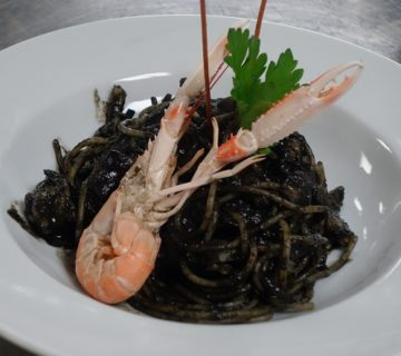Spaghetti al nero di Seppia con Scampi